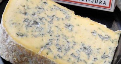 """""""الجبن الأزرق"""".. كيف يصنع؟ ومتى يفسد؟ وهل هو صحي؟ image"""