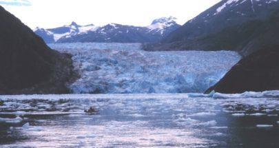 ذوبان الجليد الأزلي يهدد بحدوث موجات تسونامي عارمة في ألاسكا image
