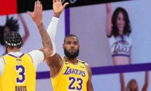 NBA: ليكرز يفوز على هيت ويتقدم 1-0 في السلسلة image