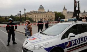 بالفيديو: إصابة كاهن بالرصاص في ليون الفرنسية وفرار المنفذ image