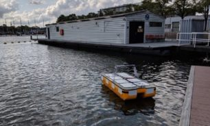 الروبوتات المائية تنقل أول مجموعة ركاب image