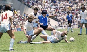 خصوم مارادونا في مونديال 1986 يودعونه برسائل عاطفية image