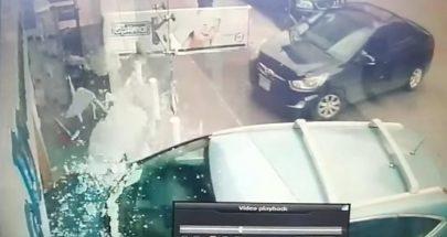 سيارة اجتاحت واجهة صيدلية في عبرا image