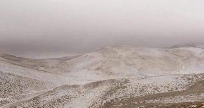 كانوا يقضون عطلة نهاية الاسبوع... الثلوج تحاصر 4 عائلات في القرنة السوداء image