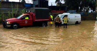 إنقاذ مواطنين علقوا داخل سيارتهم على الطريق البحرية في زوق مكايل image