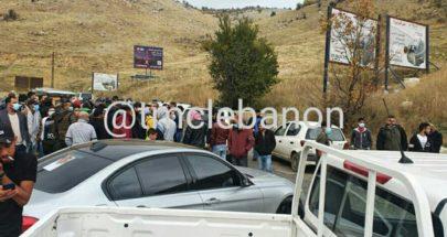 قطع طريق ضهر البيدر محلة النملية بالاتجاهين من قبل بعض المواطنين image