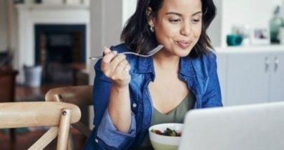 نصائح لتفادي زيادة الوزن عند العمل من المنزل image