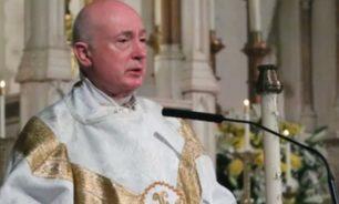 اعتدى جنسيا على حارسة الكنيسة... رجل دين بارز في قفص الاتهام image