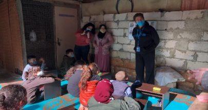 مدرسة من تنك في الغبيري... طلاب لا مكان لهم افترشوا الارض للتعلم! image