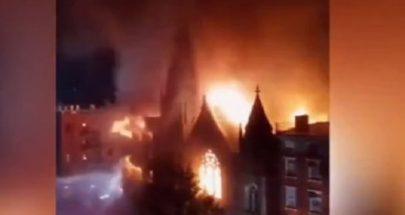 حريق هائل يدمر كنيسة تاريخية في نيويورك... لم يتبق منها سوى واجهة حجرية image
