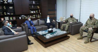قائد الجيش التقى خضر ووفدا من عرب خلدة image