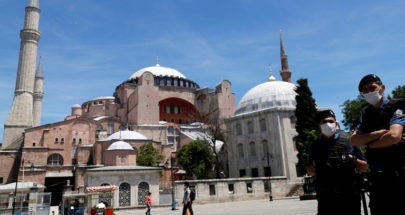 رجل يهاجم بسكين 3 مواطنين روس في اسطنبول image