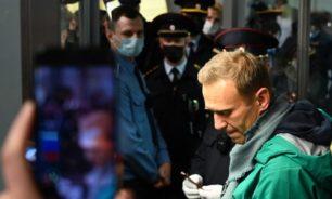 بعد اعتقال مثير للجدل: القضاء الروسي يأمر بوضع نافالني في الحجز image