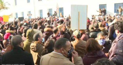 احتجاجات تونس تصل مبنى البرلمان image