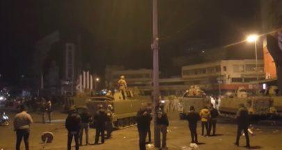 محتجون يقطعون اوتوستراد المنية احتجاجا على الاوضاع المعيشية image