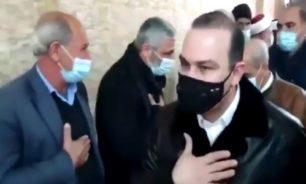 بالفيديو... وزير يكسر قرار الاقفال العام ويشارك في عزاء حاشد! image