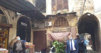 بلدية طرابلس واصلت تنظيف جدران مواقع أثرية في المدينة القديمة image