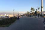 خالفوا الاقفال العام.. وخرجوا للتنزه مع عائلاتهم على كورنيش الميناء البحري image