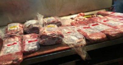بالصور... تذويب اللحوم المثلجة وبيعها للزبائن في سوق صبرا image