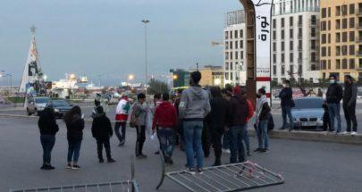 بالفيديو... قطع الطرقات المؤدية إلى ساحة الشهداء في بيروت image