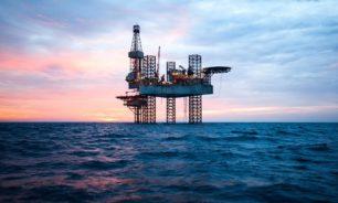 ارتفاع أسعار النفط وسط انخفاض غير متوقع في مخزونات الخام الأميركية image