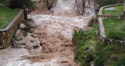 لبنان تحت تأثير العاصفة.. الثلوج تتدنّى ليلاً والسيول تغرق الطرقات image