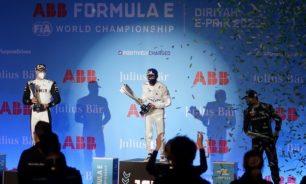 """الهولندي دي فريز يفوز بأول سباق ليلي لـ""""فورمولا إي"""" في السعودية image"""