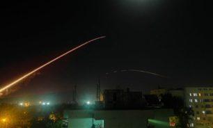 التلفزيون السوري: دفاعاتنا الجوية تتصدى لعدوان إسرائيلي في محيط دمشق image