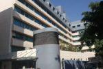 ما صحة الأخبار عن تلقيح مستشفى الروم 1979 فردا من خارج المنصة؟ image
