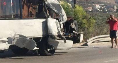 سقوط جرحى في حادث سير على اوتوستراد انفه شكا image