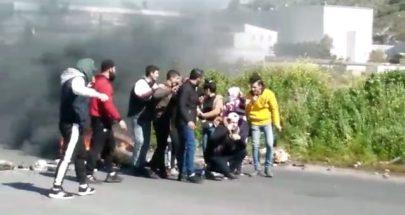 قطع مسلكي أوتوستراد طرابلس بيروت بالاطارات المشتعلة... image