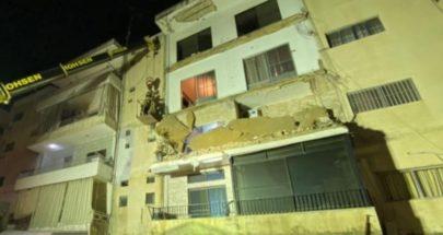 انهيار ثلاث شرفات في مبنى سكني في صور.. والدفاع المدني يخليه image