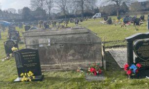 """بريطانية ذهبت إلى قبر أمها.. فكانت """"المفاجأة الصاعقة"""" image"""
