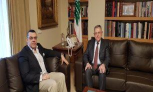 السنيورة عرض الاوضاع مع السفير المصري image
