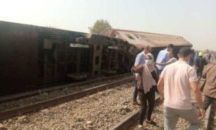بالصور- كارثة جديدة في مصر... خروج قطار عن القضبان وعدد كبير من القتلى والجرحى image