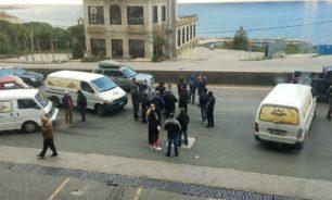 إعتصام لأصحاب فانات توزيع الخبز على أوتوستراد جونية image