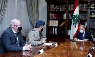 الرئيس عون استقبل الماريشال سامبسون وعرض معه العلاقات اللبنانية - البريطانية image