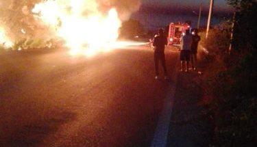 احتراق سيارة في راشانا والنيران امتدت الى العقارات المجاورة للطريق image