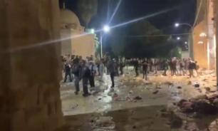 قوات الإحتلال تقتحم المسجد الأقصى وتعتدي على المصلين image