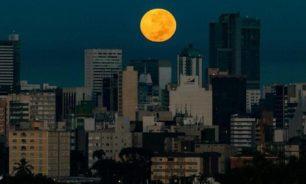 """""""قمر الفراولة"""".. العالم يترقب آخر """"عملاق"""" هذا العام image"""
