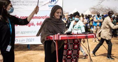 أنجلينا جولي تقدم الدعم للاجئين في بوركينا فاسو image