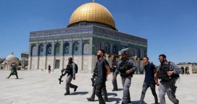 إصابات واعتقالات بين المصلين.. قوات الاحتلال تقتحم ساحات الأقصى image