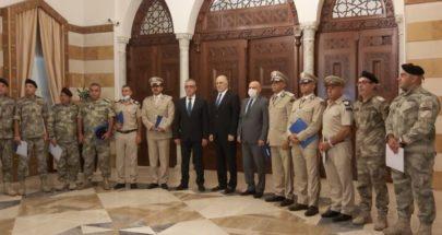 فهمي يكرم المدير العام للجمارك بالوكالة وضباطا وعناصر في مرفأي بيروت وصيدا image