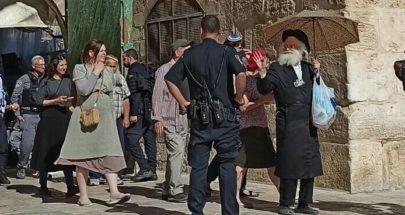 بالفيديو: قبل مسيرة الأعلام.. مستوطنون يقتحمون باحات الاقصى image