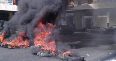 قطع الطريق من قبل المحتجون بالاطارات المشتعلة قرب المحكمة الشرعية image