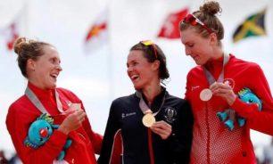 بريطانيا تفوز بأول ذهبية أولمبية للثلاثي المختلط image