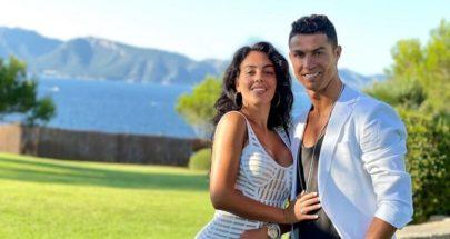 على غرار رونالدو وجورجينا.. ميسي ينشر صورة رومانسية مع زوجته image