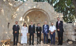 """الأب هاشم التقى وفدا هنغاريا في إطار """"مشروع ترميم الكنائس التاريخية"""" image"""