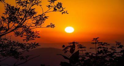 عالم يوضح ما هو لون الشمس image