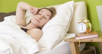 أطباء: صعوبة الاستيقاظ في الصباح علامة لمرض قاتل image